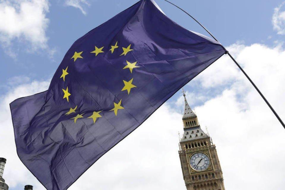 Bandeira da União Europeia na frente do parlamento e do Big Ben, em Londres, dia 02/07/2016