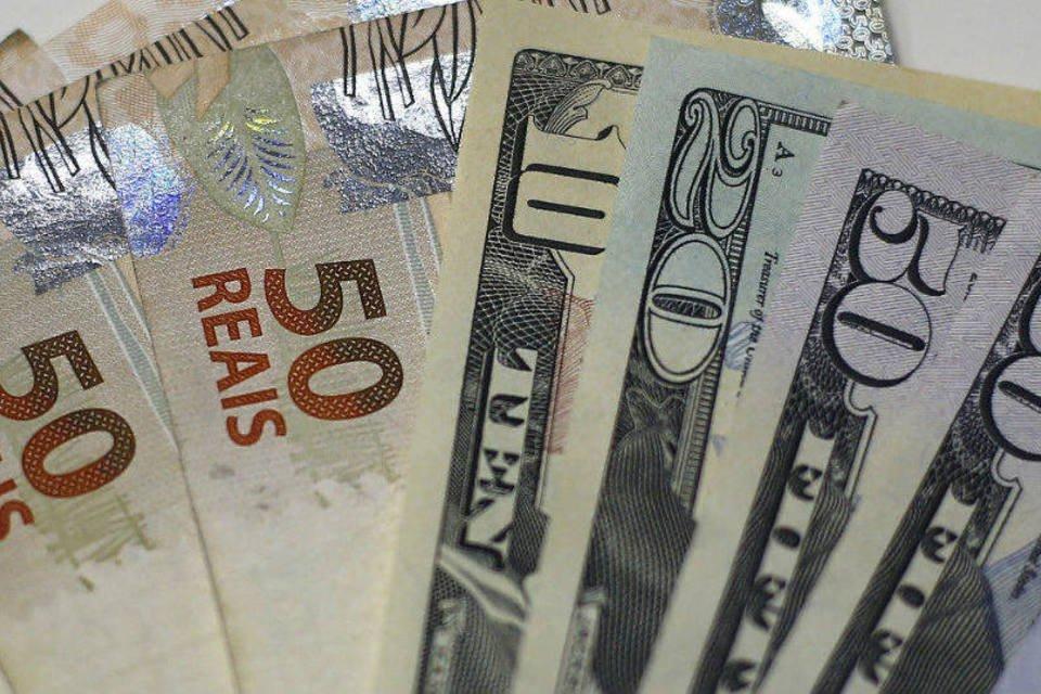 Notas de real e dólar em casa de câmbio no Rio de Janeiro