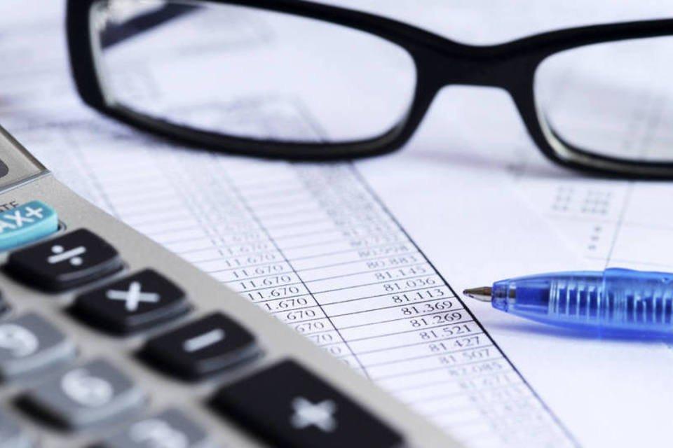Projeções econômicas; previsão de inflação, juros, PIB; boletim Focus