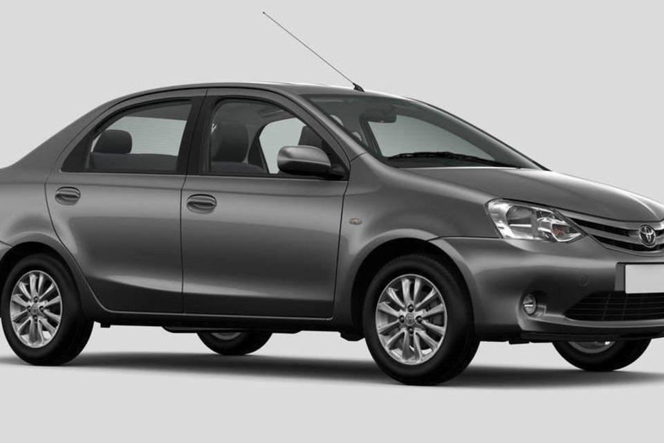 15 - Etios Sedan