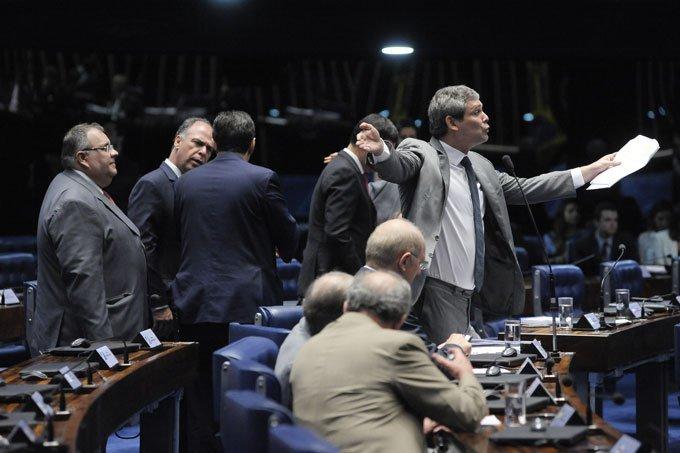 Senador Lindbergh Farias durante sessão de votação da PEC do Teto 13/12/2016
