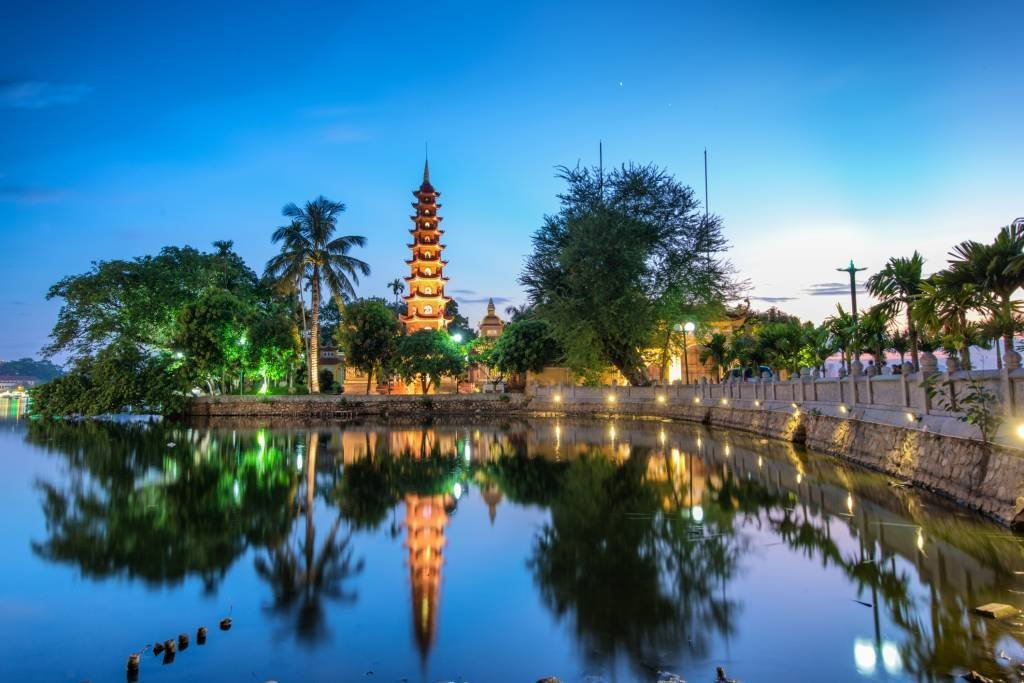 The Tr?n Qu?c Pagoda in Hanoi is the oldest pagoda in the city, originally constructed in the sixth century during the reign of Emperor L? Nam ?? (from 544 until 548), thus giving it an age of more than 1,450 years.