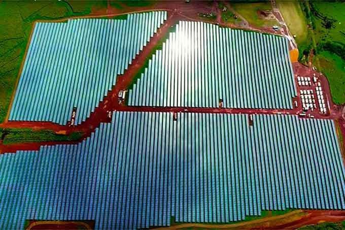 Projeto de armazenamento de energia solar em baterias da Tesla em Kauai, no Havaí.