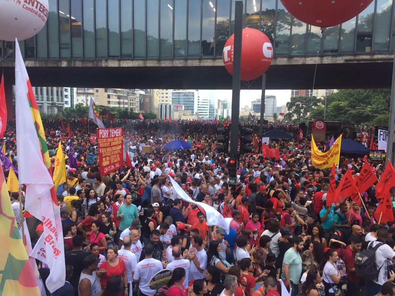 Manifestantes durante protesto na av. Paulista contra reforma da Previdência - 15/03/17