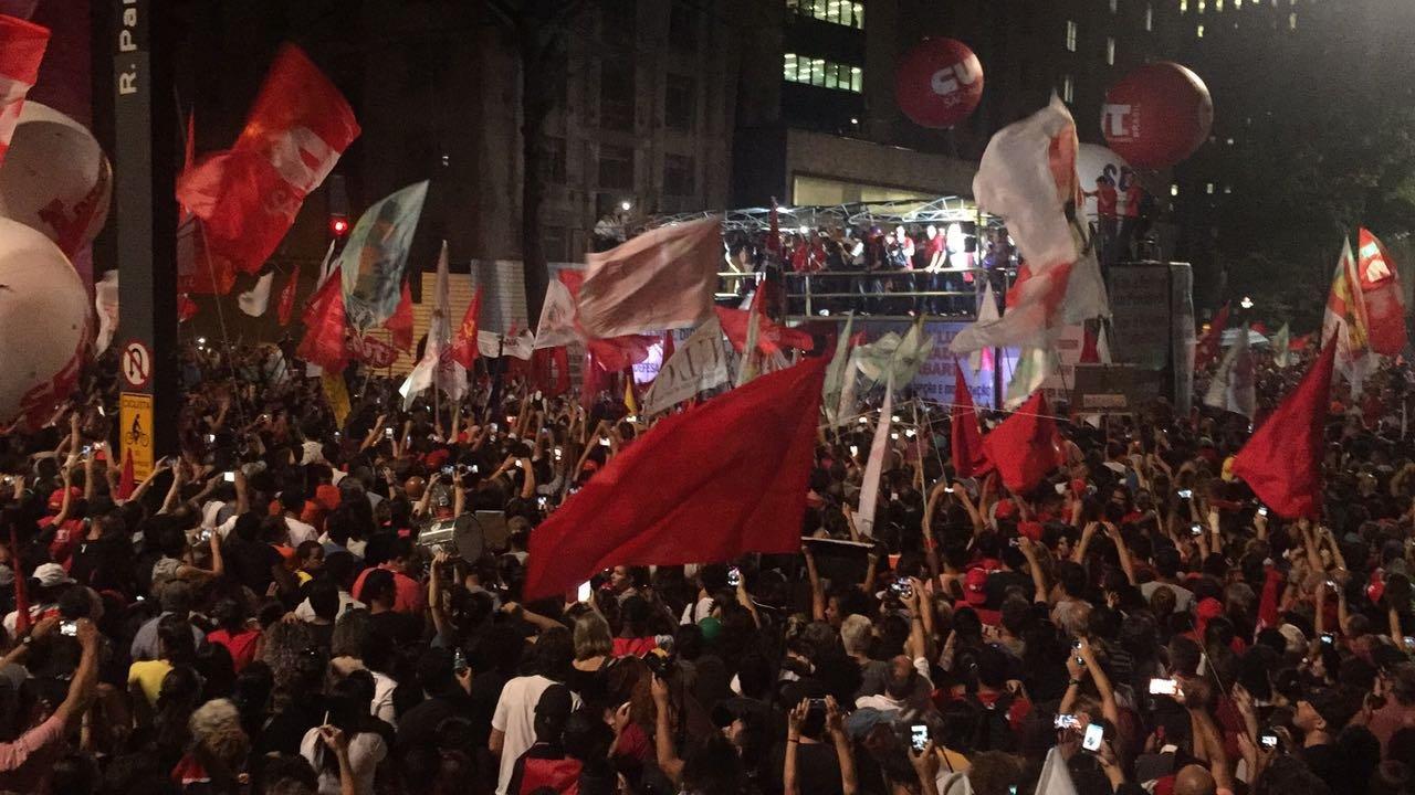 Manifestantes na avenida Paulista durante atos contra Reforma da Previdência