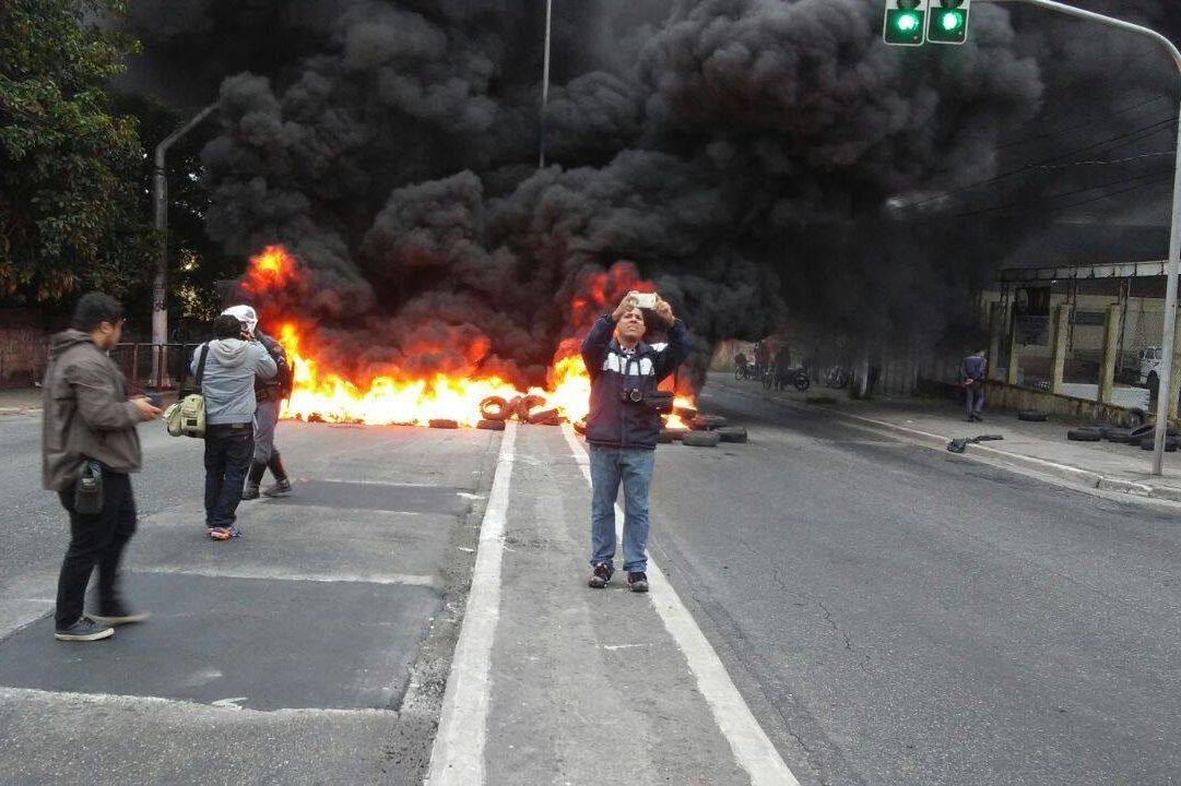 Greve Geral: Manifestação do MTST bloqueia avenida da zona Leste de SP - 28/04/2017