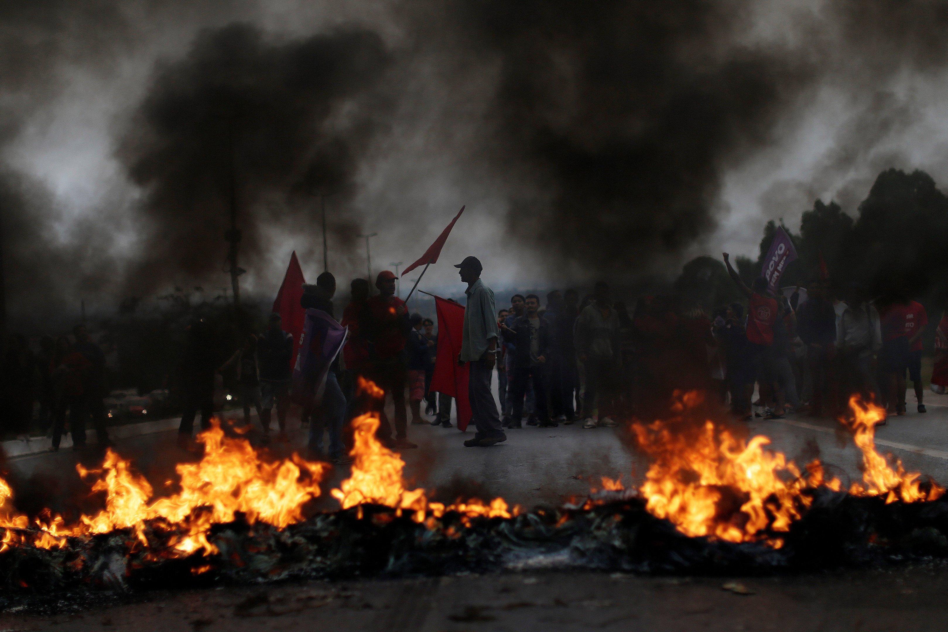 Membros do MTST durante protesto em Brasília contra as reformas do governo