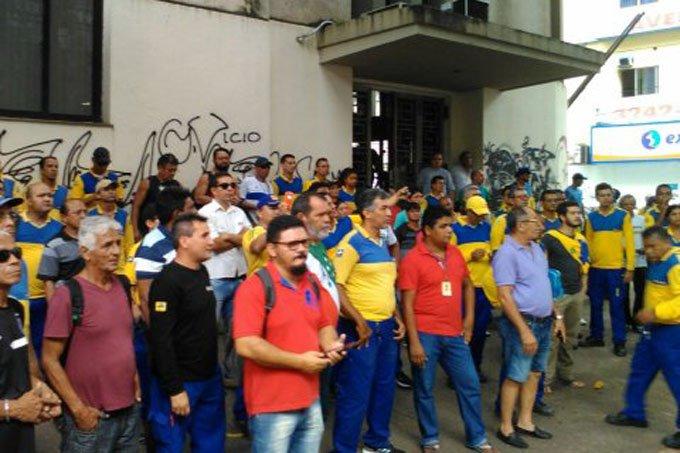 Profissionais dos Correios durante greve geral no Pará