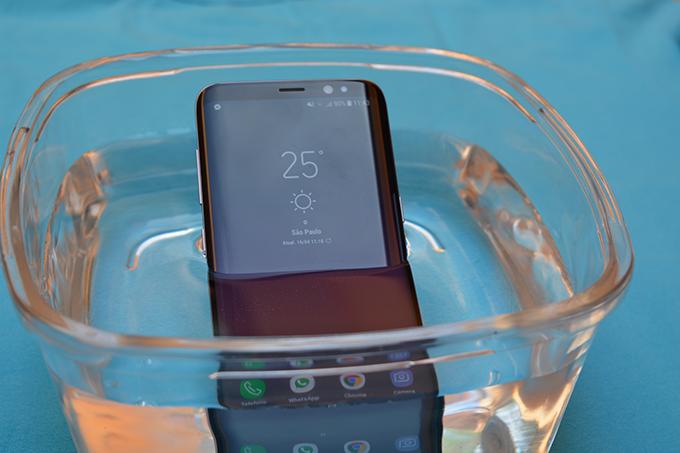 Smartphone-Galaxy-S8-IP68