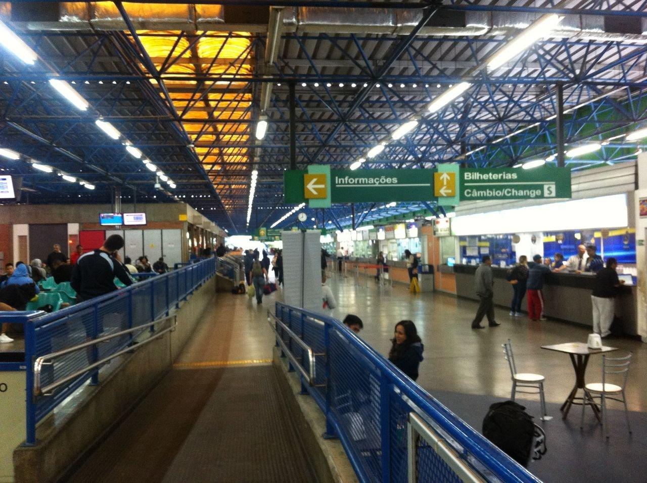 Terminal Rodoviário da Barra Funda vazio durante greve geral 28/04