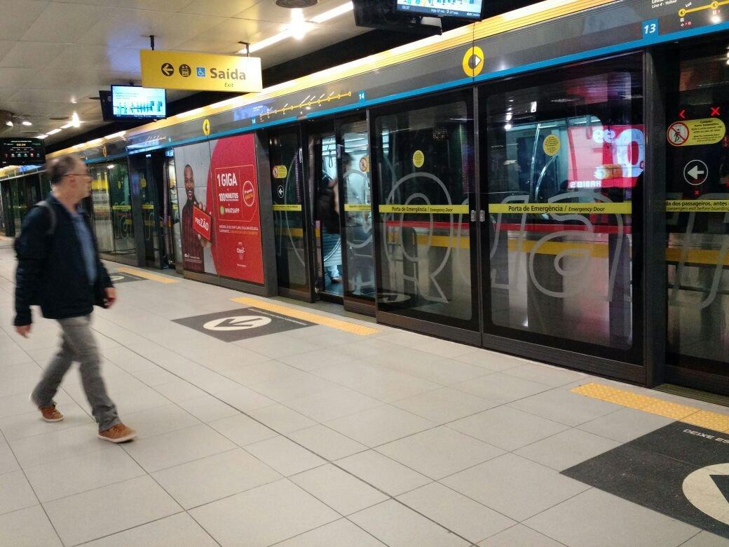 Linha amarela do metrô durante greve geral (28/04)