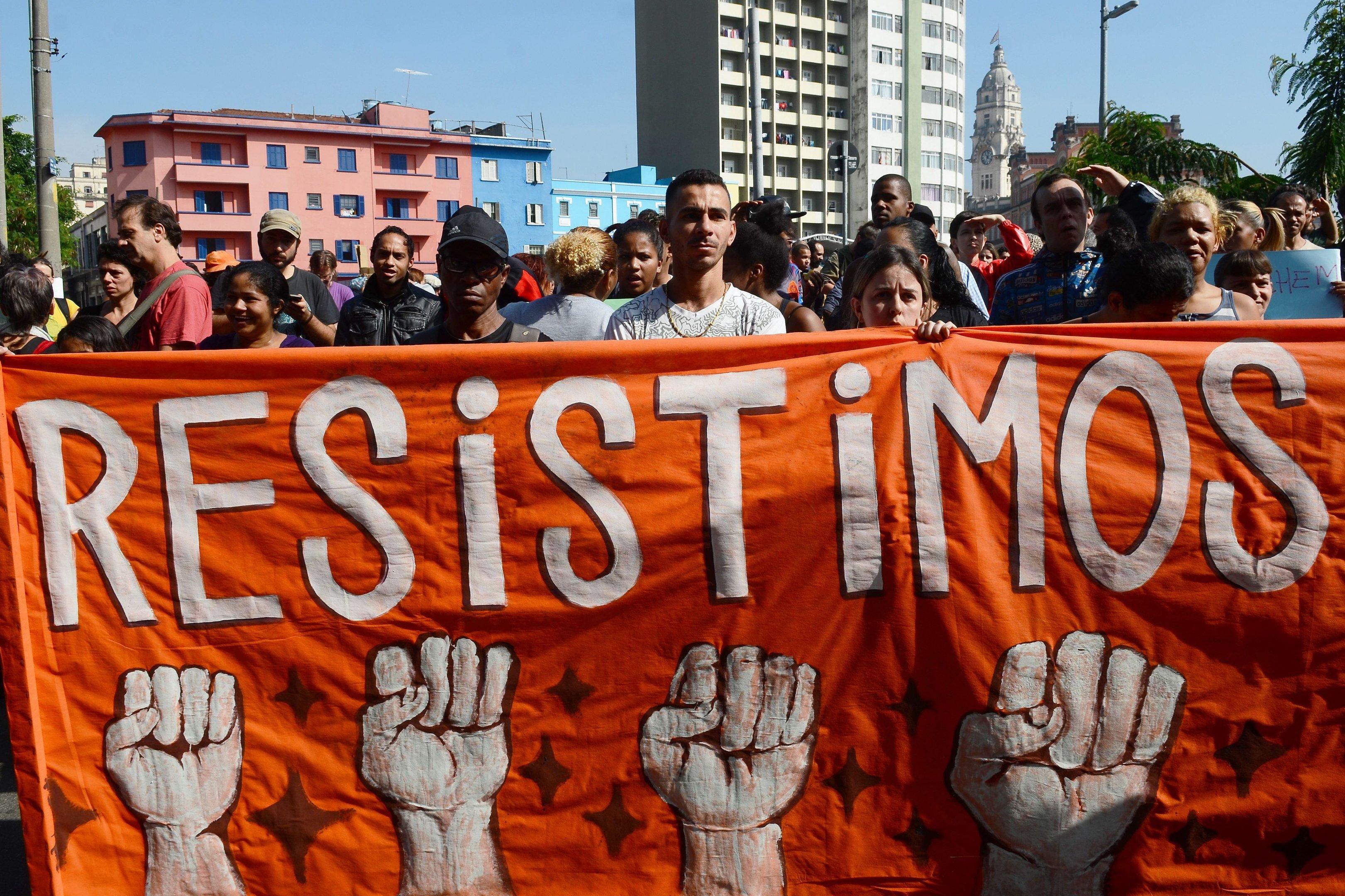 São Paulo - Manifestação dos moradores e comerciantes da região da Luz contra ações dos últimos dias promovidas pela Prefeitura de São Paulo e pelo governo do estado na região da Cracolândia