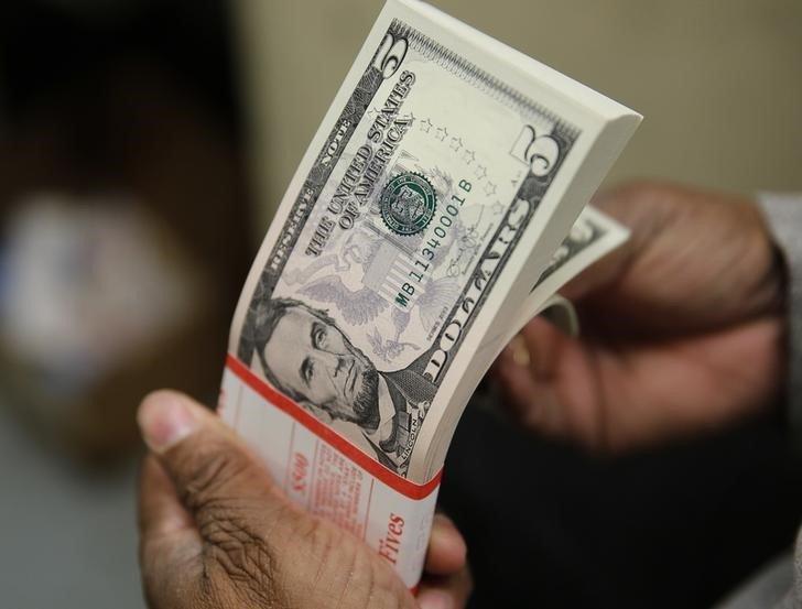 Pacote de notas de cinco dólares dos Estados Unidos