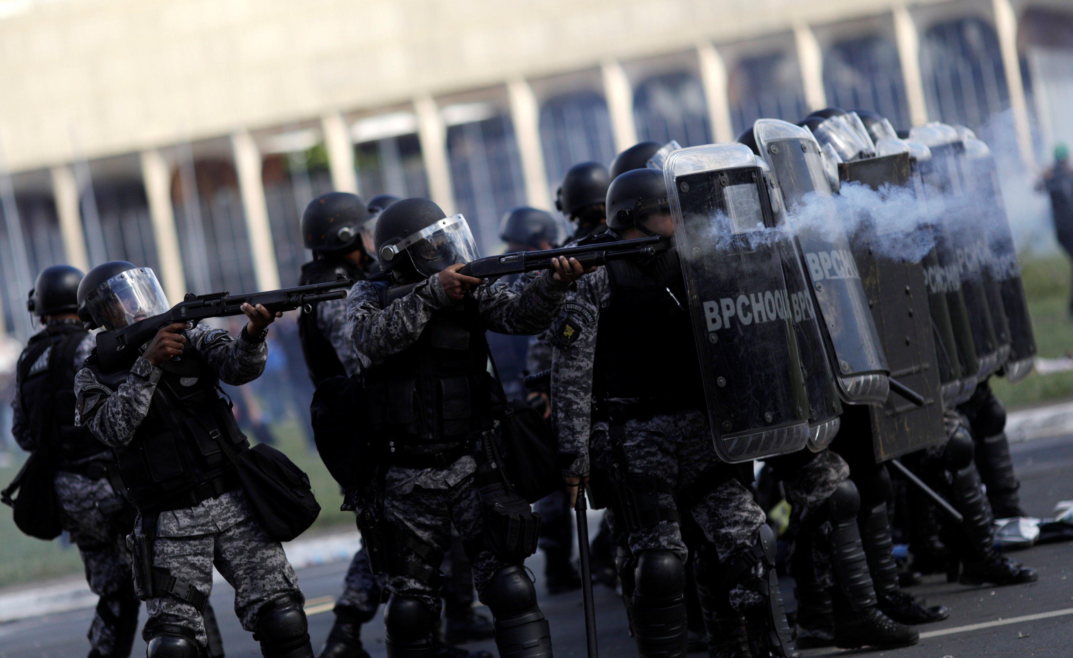 Protesto em Brasília contra o presidente Michel Temer e a favor das Diretas Já gera confusão