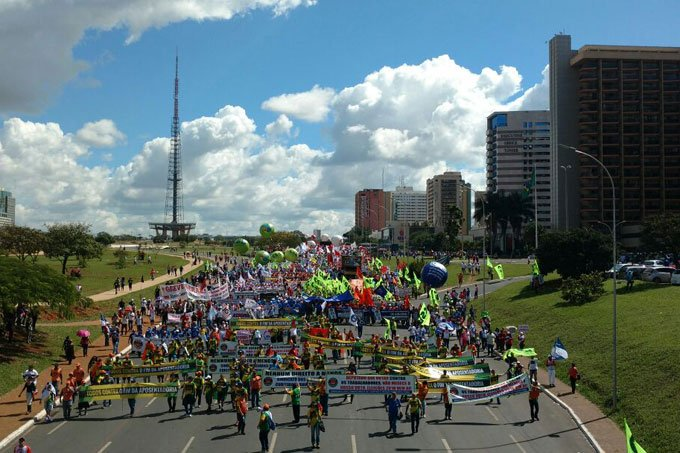 Manifestantes protestam por diretas já em ato em Brasília, contra o presidente Temer 24/05/2017