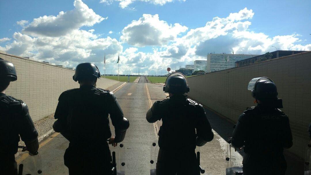 Policiais impedem entrada de manifestantes no Congresso