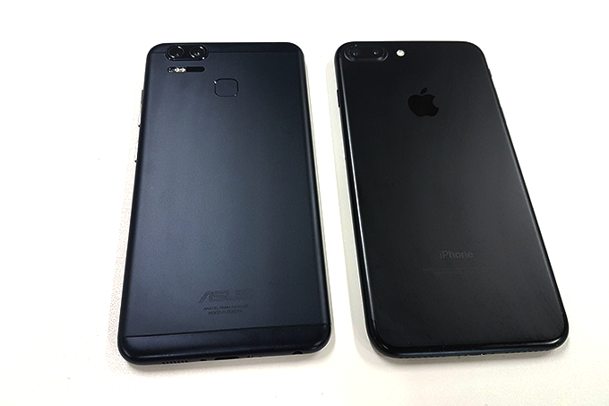 Zenfone-3-Zoom-ao-lado-do-iPhone-7-Plus