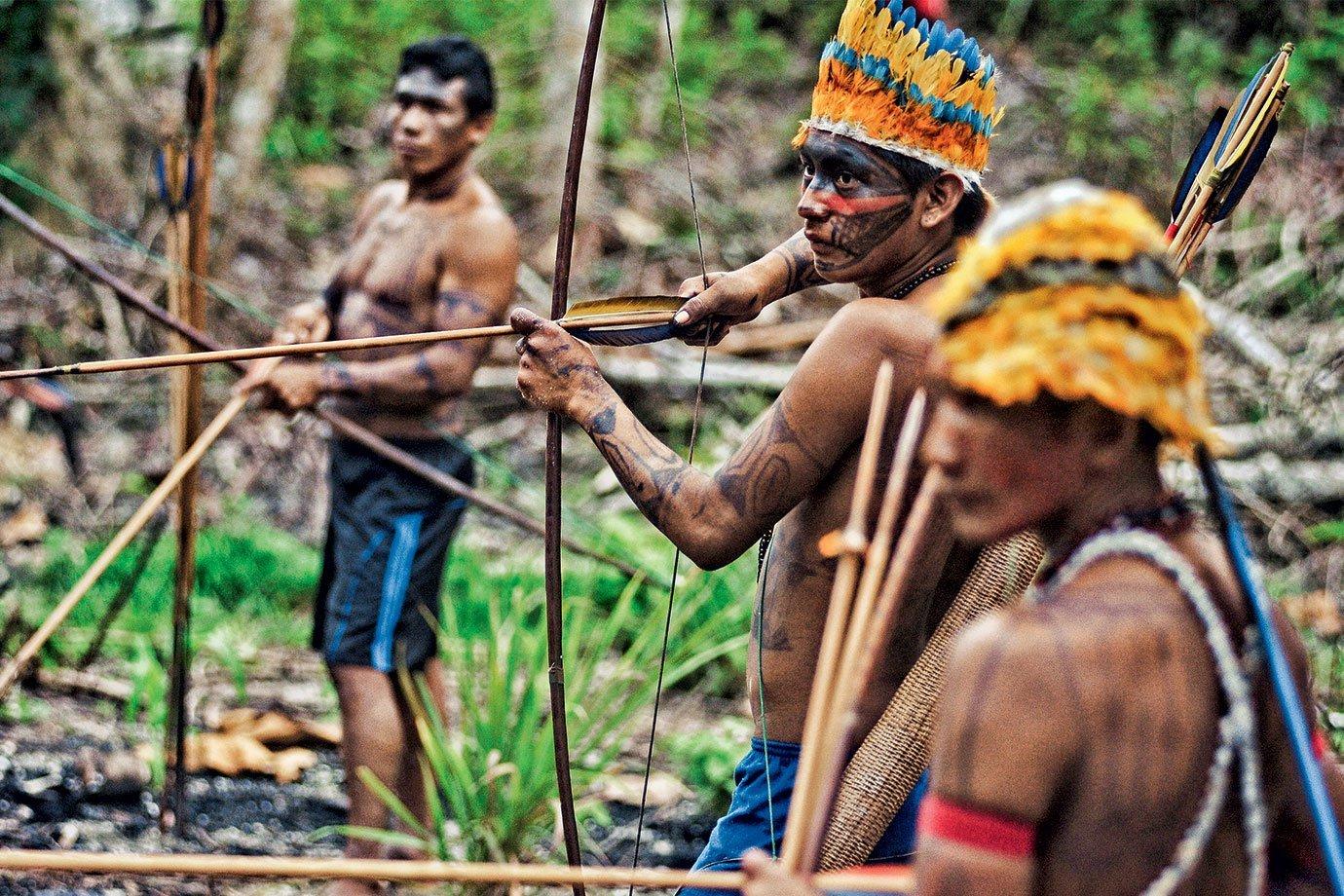 Índios na Amazônia: as terras indígenas se tornaram alvo dos madeireiros ilegais