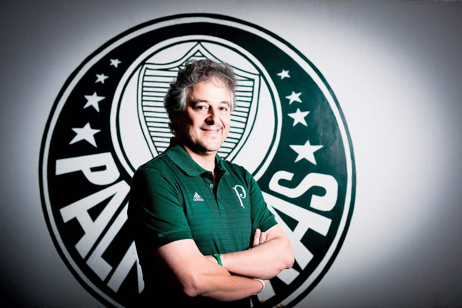Ex-presidente, Paulo Nobre defende Abel e aconselha diretoria a