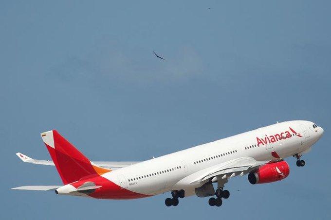 Avião da Avianca decola em Caracas, Venezuela