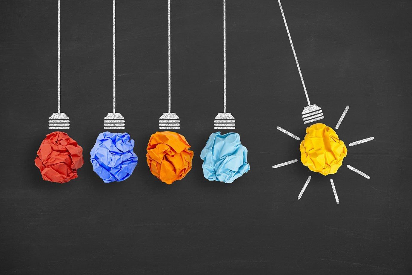 Ideia de negócio, startup, inovação, lâmpadas
