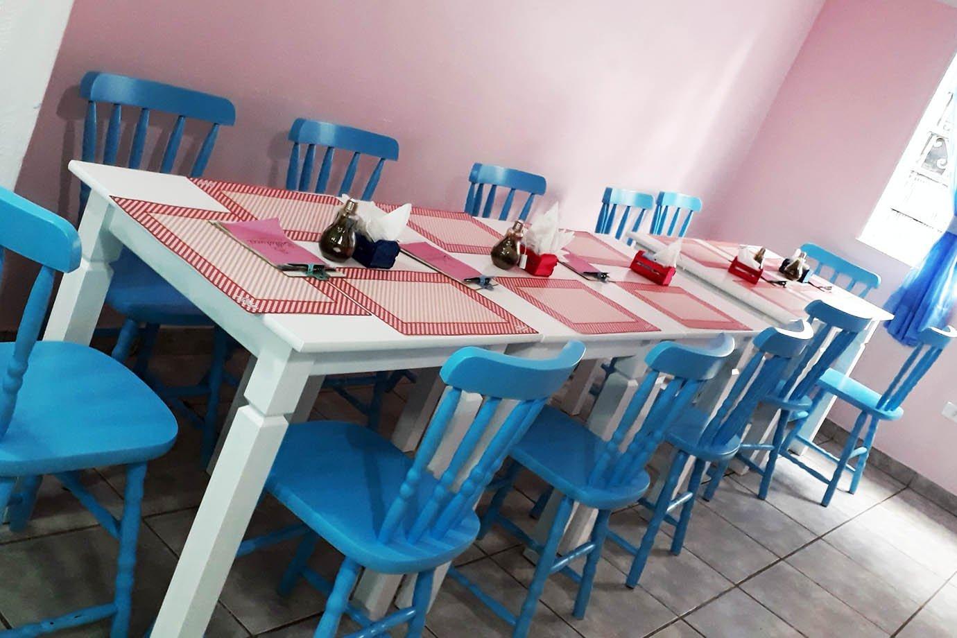 Parte do interior do café-bistrô Bellatucci