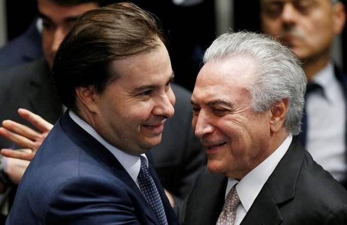 MAIA E TEMER: enquanto presidente quer dar sinalização econômica para o mercado, parlamentares querem tratar das regras para as eleições de 2018 / Ueslei Marcelino/Reuters