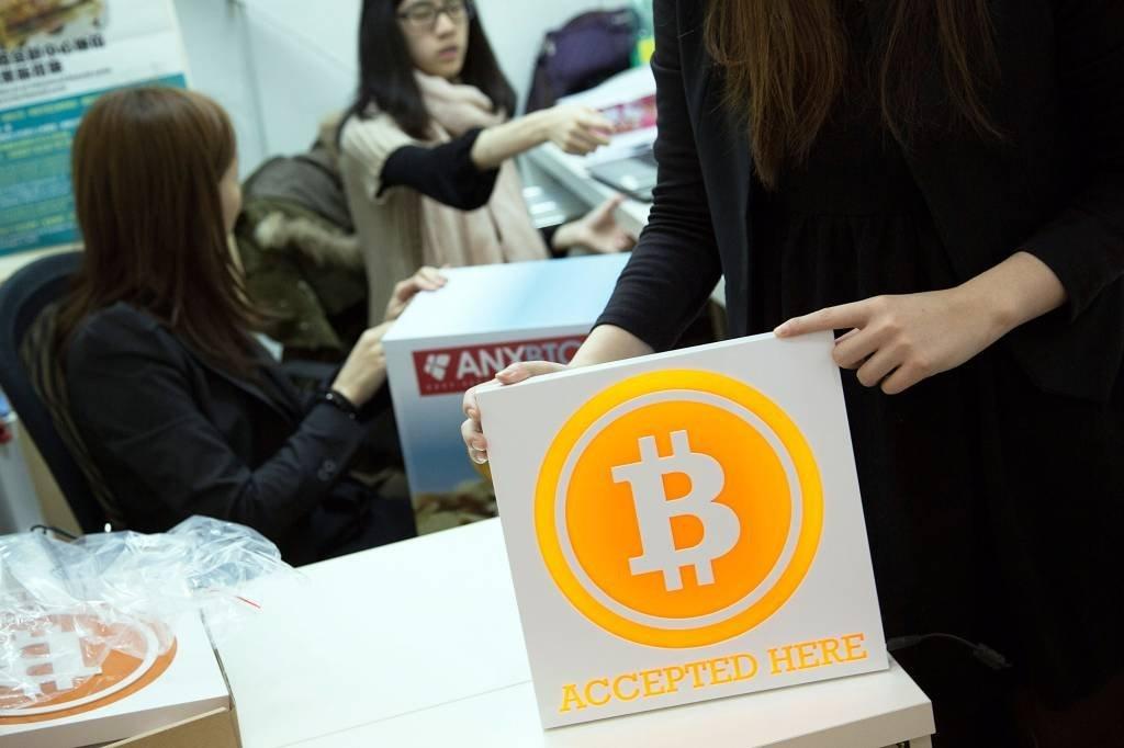 Bitcoin: moeda criptografada já vale mais de 4 mil dólares / Lam Yik Fei - Getty Images