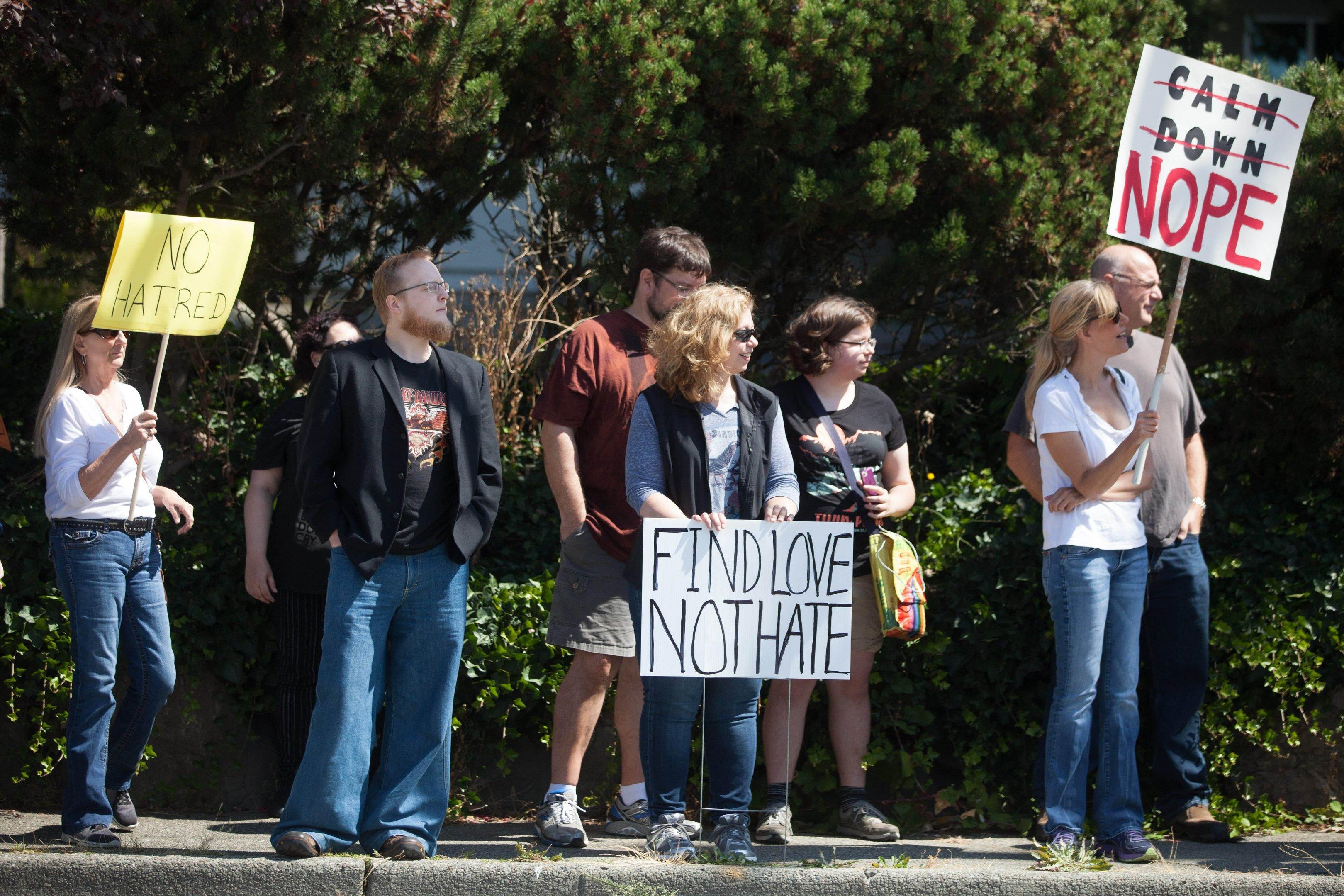 Manifestação em solidariedade a Charlottesville em Kirland, no estado de Washington
