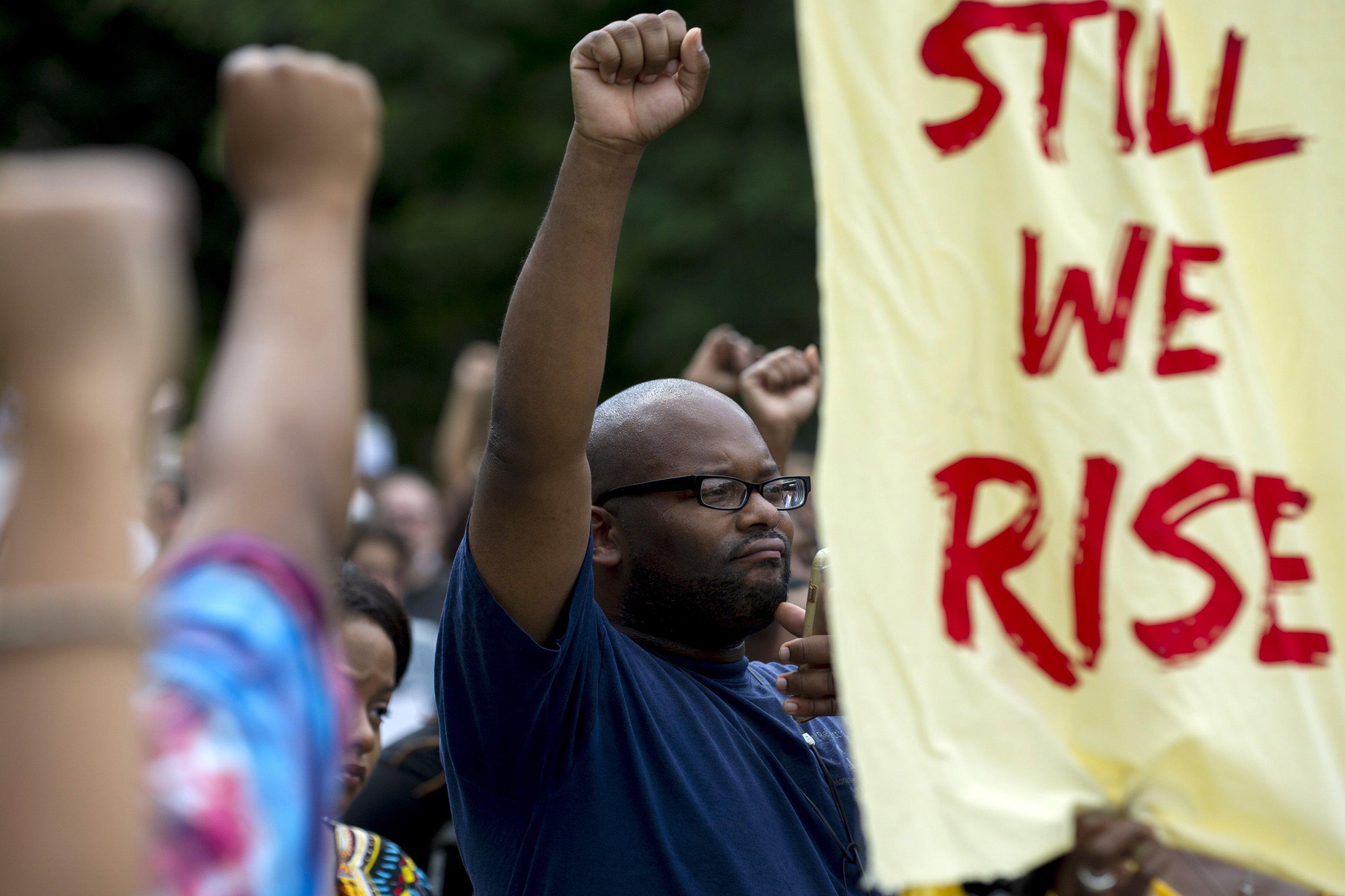 Manifestação em solidariedade a Charlottesville em Pittsburg, no estado da Pensilvânia