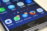 Smartphone com vários apps, como WhatsApp, Messenger e Firefox