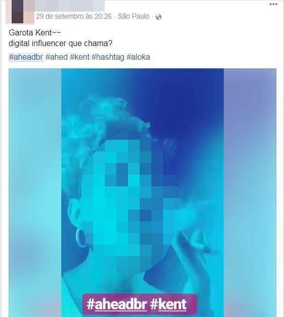 Imagem pública no Facebook: hashtags #kent e #aheadbr aparecem juntas de pessoa fumando