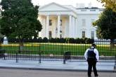 Agente do Serviço Secreto em frente à Casa Branca em 28/10/2017