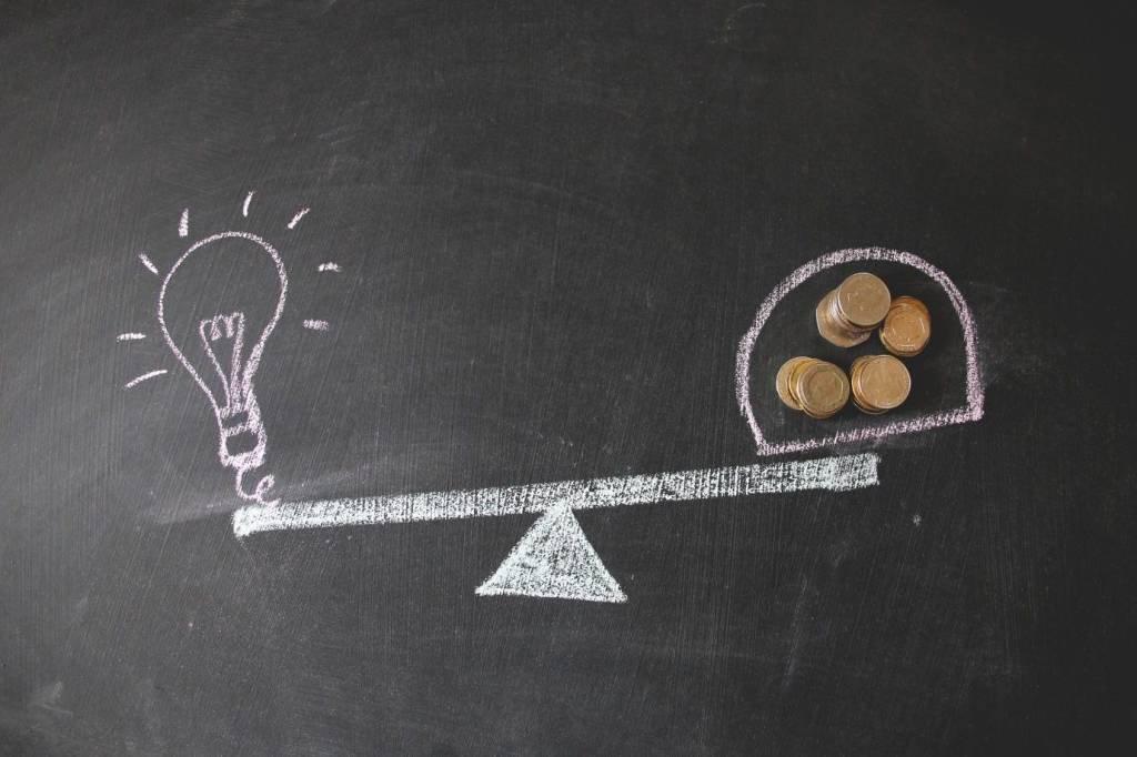 como escolher corretora para investir em LCI e LCA