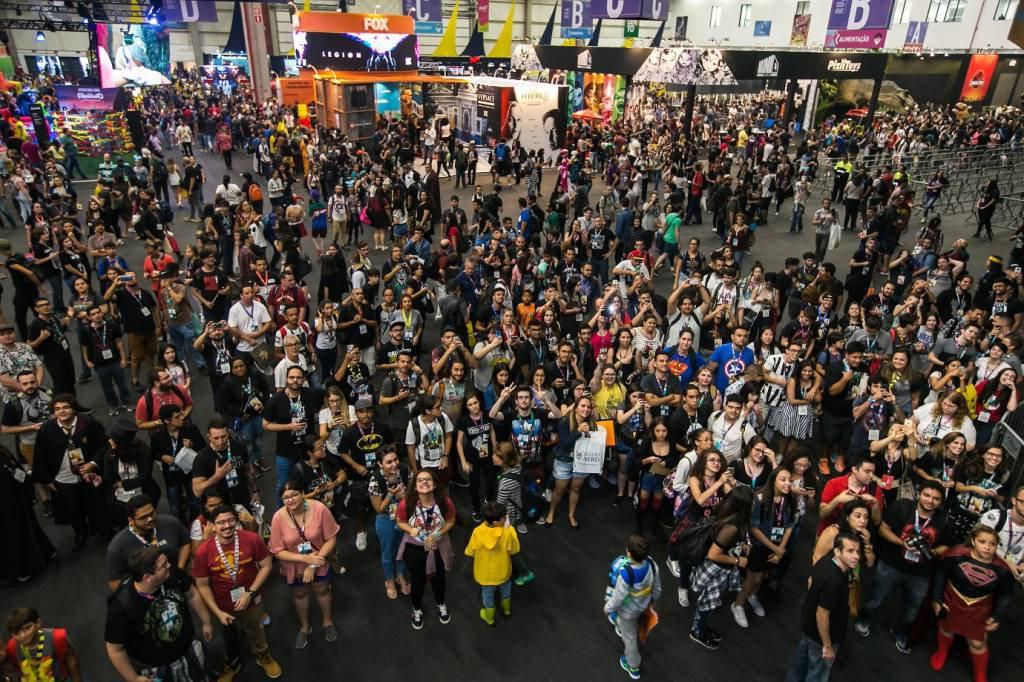 O público na CCXP 2017, feira espera 220 mil pessoas até amanhã