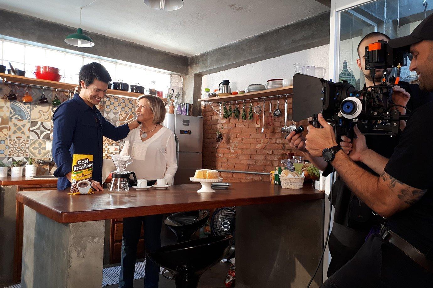 Leo Young em ação para a marca Café Brasileiro