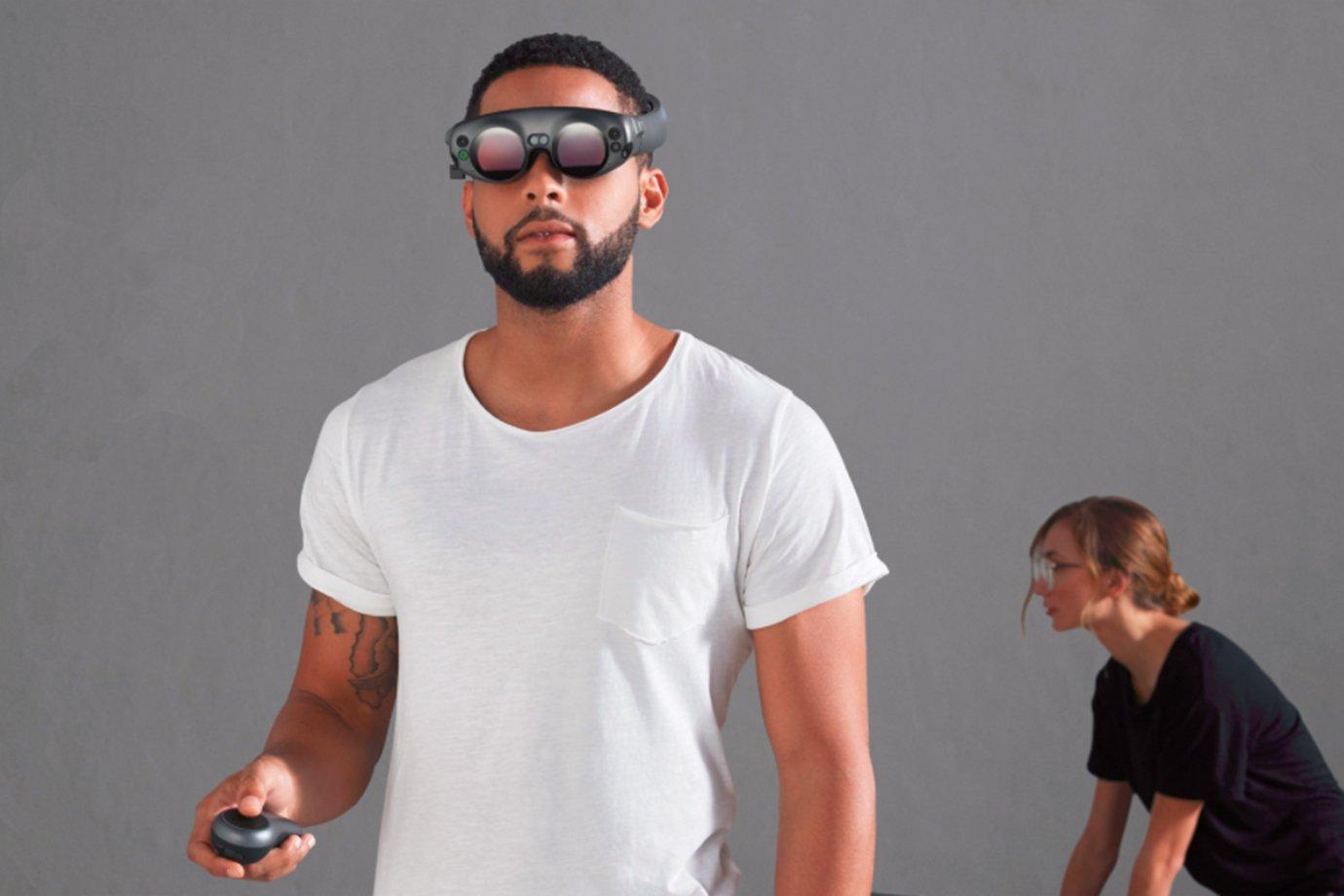 Pessoa usa aparelhos da startup Magic Leap