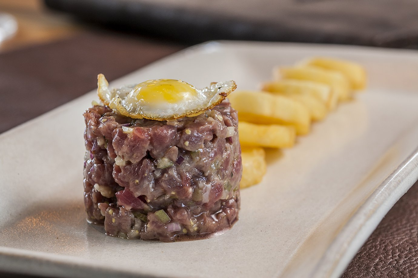 Steak tartar de patinho, do Sal Gastronomia