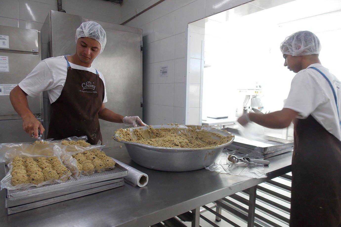 Massa de cookies da Mr. Cheney, na fábrica em São Paulo
