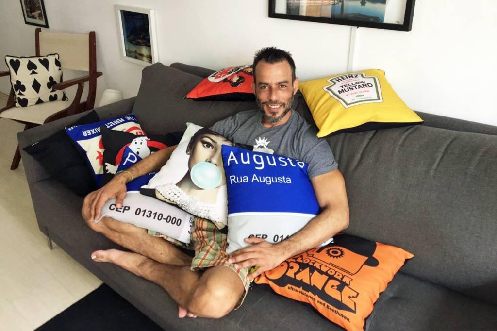 Alex Fragoso, 42 anos, aluga quartos em São Paulo pelo Airbnb