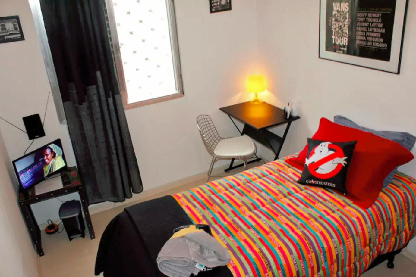 Quarto Allegro, disponível para locação no perfil de Alex Fragoso, no Airbnb