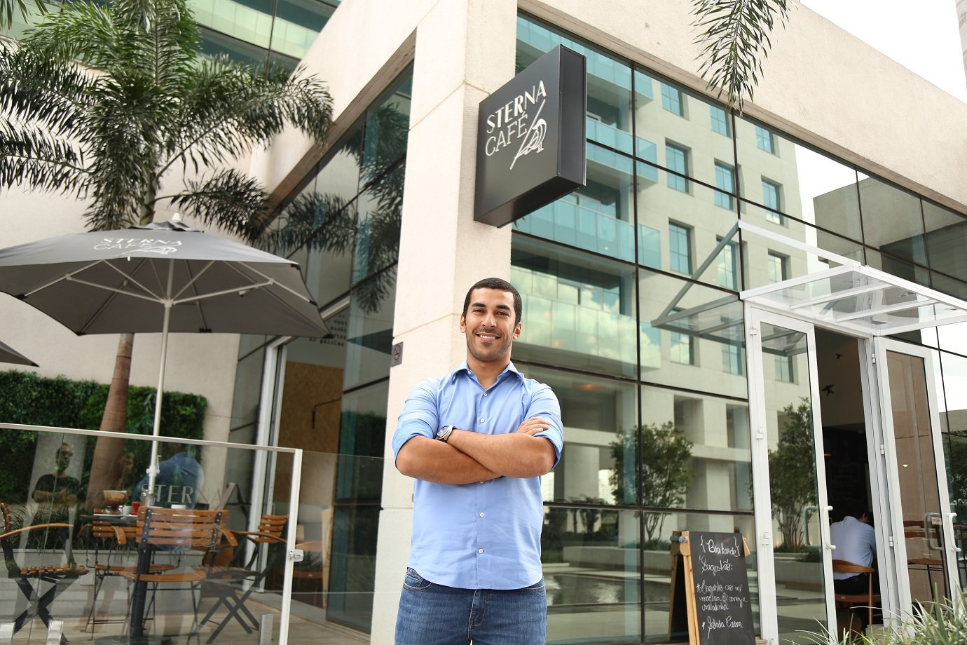 O empreendedor Deiverson Migliati, dono do Sterna Café