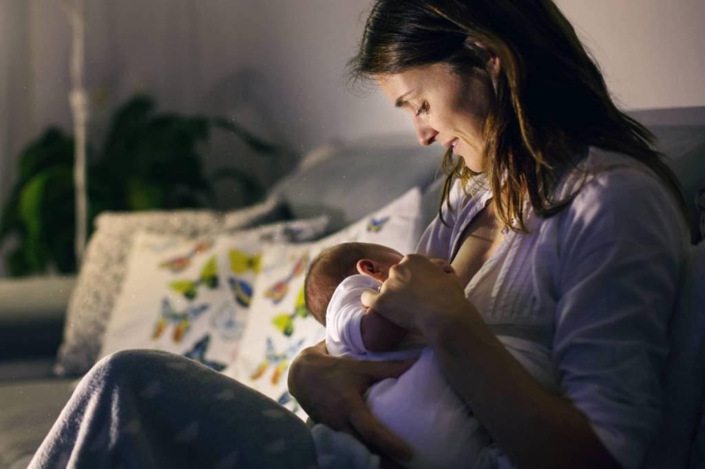 Mãe com bebê recém-nascido