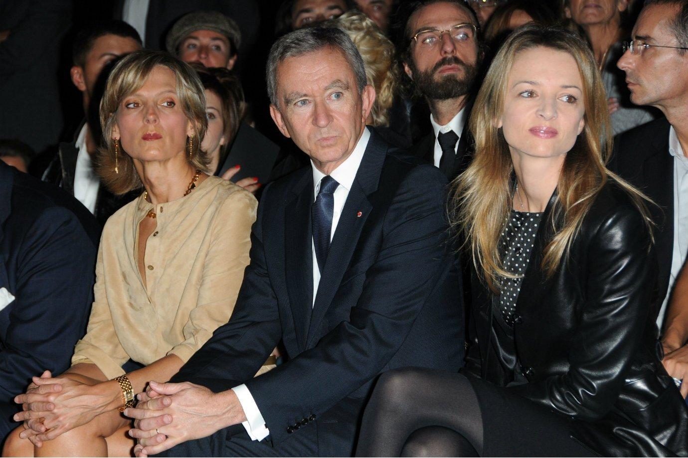 Helene Arnault, Bernard Arnault e Delphine Arnault em evento da Louis Vuitton em Paris, 2009