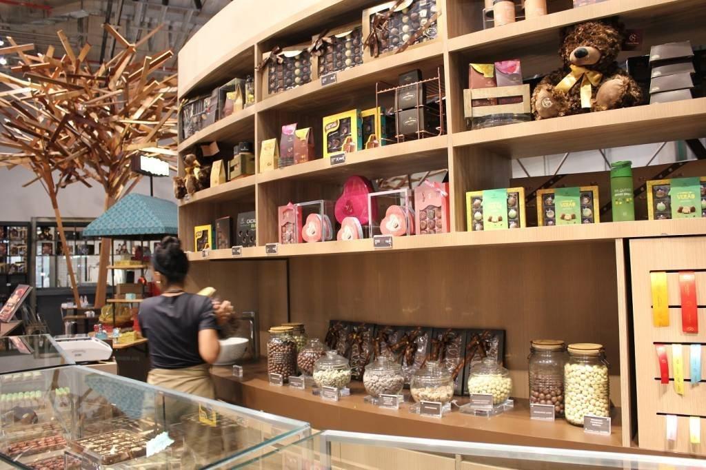 A Mega Store da Cacau Show tem todos os produtos da fabricante, na foto, os itens artesanais