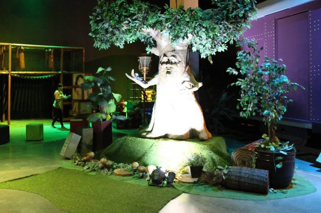 Árvore falante no Cacau Parque, espaço lúdico que conta a história da marca