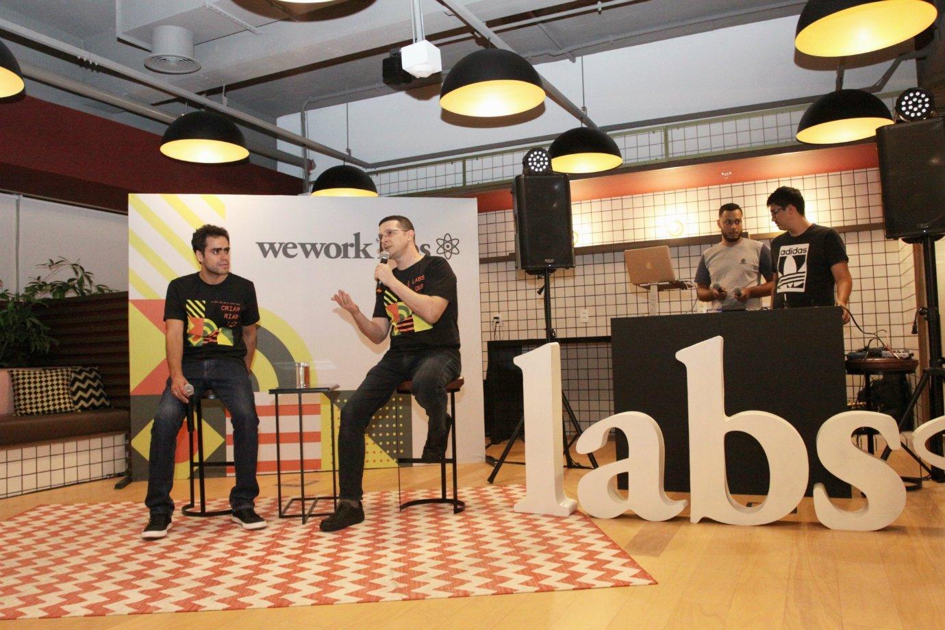 Lucas Mendes e Roee Adler, no WeWork Paulista