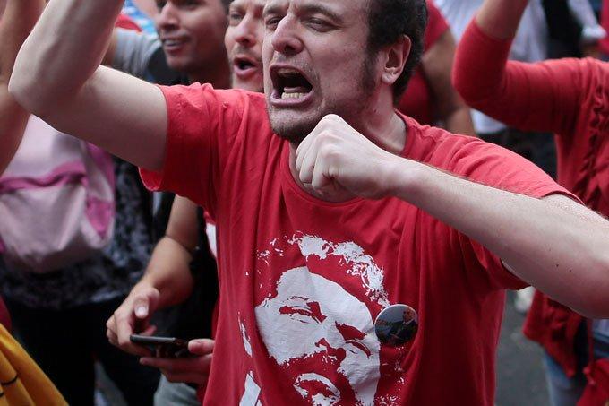 Apoiadores do ex-presidente Luiz Inácio Lula da Silva no Sindicado dos Metalúrgicos em São Bernardo do Campo