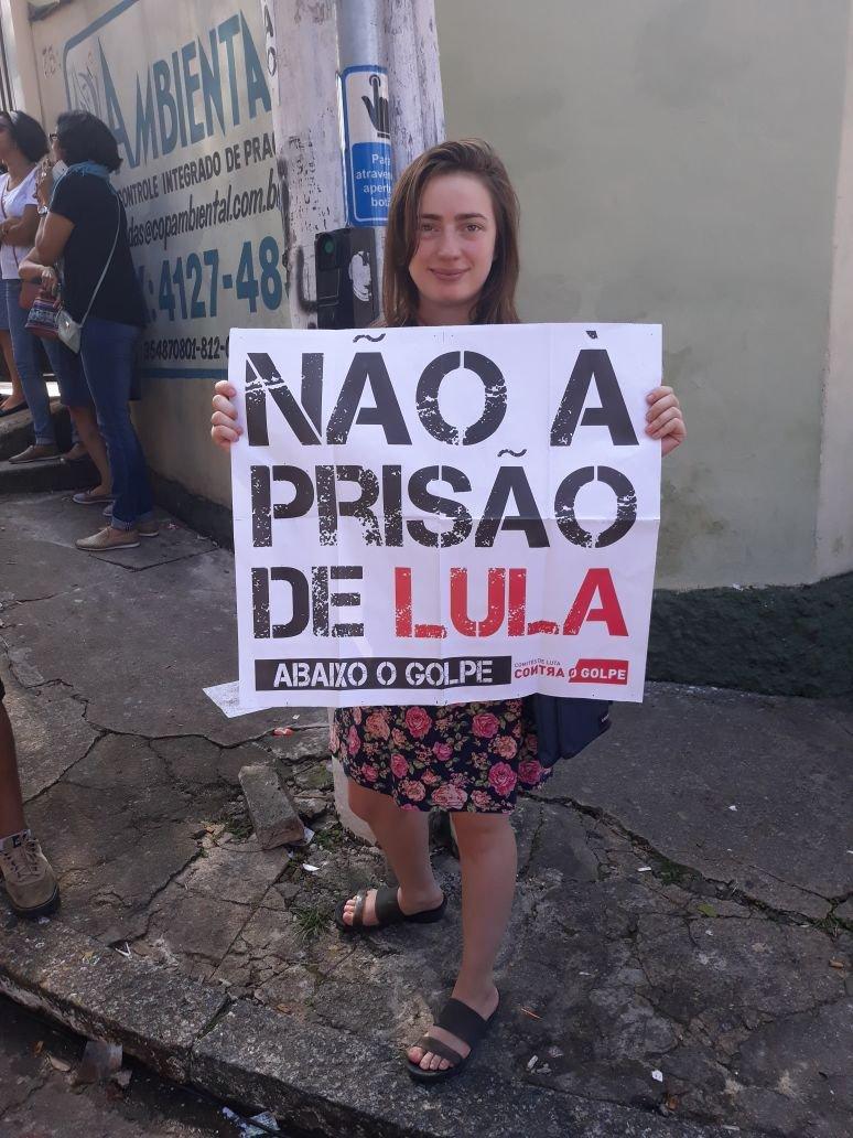 Fernanda Lima, estudante, protesta contra a prisão de Lula em 7 de abril de 2018
