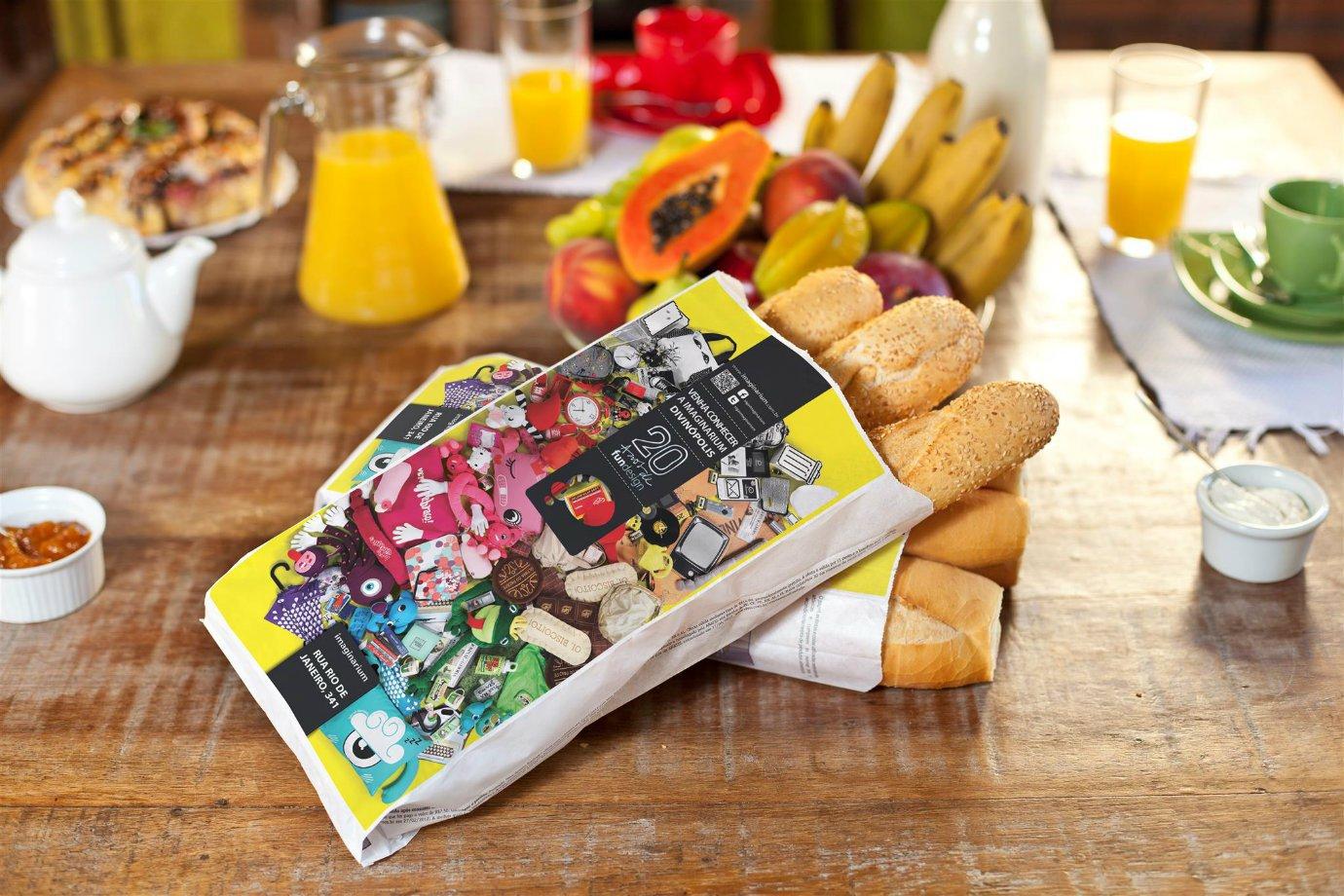 Sacos de pão com publicidade feita pela Mídia Pane